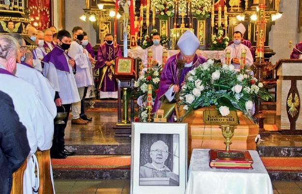 Uroczystości pogrzebowe w Chmielniku