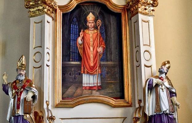 Ołtarz boczny z obrazem św. Stanisława, który uratowano z pożaru w roku 1987