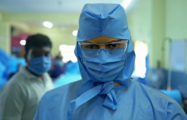 Media: W Indiach niepokój o powstanie nowego wariantu patogenu