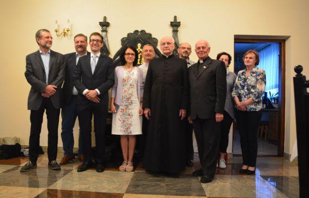 Zdjęcie ze wspólnego, wyjazdowego  spotkania w parafii w Nowym Targu. Śp. Paweł Król – piąty z lewej.