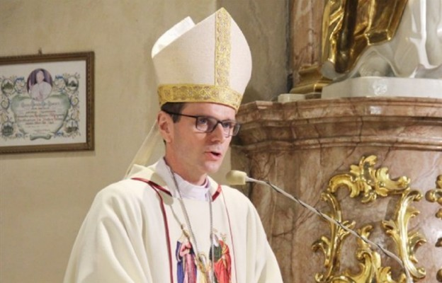 Bp Milewski: potrzeba prawdziwej narracji o Kościele