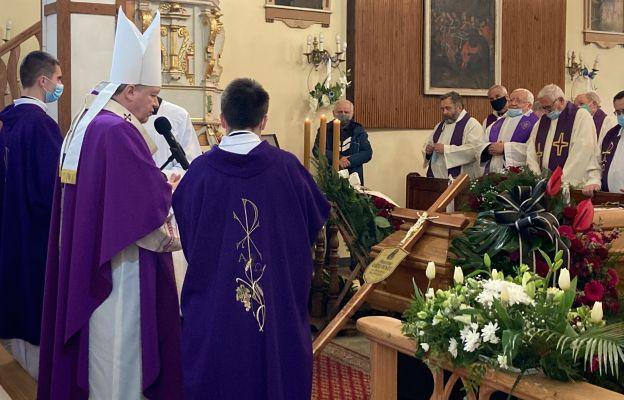 Uroczystościom pogrzebowym przewodniczył ks. abp Józef Kupny