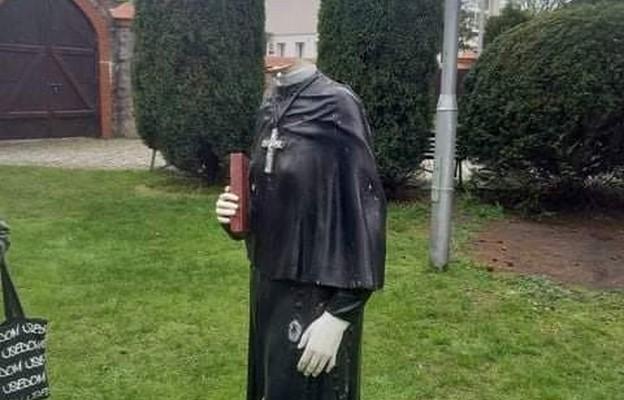 Kolejny akt chrystianofobii - zdewastowana figura św. Faustyny