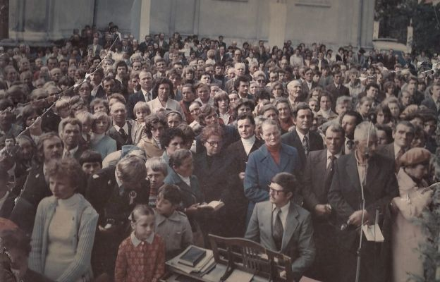 Podczas nawiedzenia Matki Bożej w kopii jasnogórskiego obrazu, 5 lipca 1980 r.