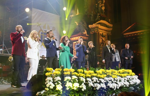 Artyści podczas modlitwy uwielbienia