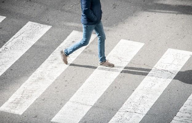 1 czerwca zaczęły obowiązywać przepisy dot. m.in. pieszych przechodzących przez przejście