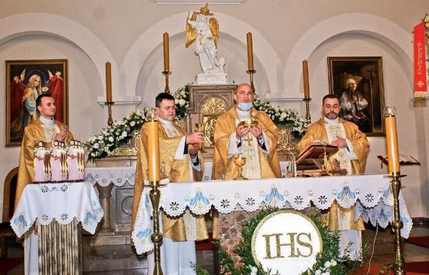 Eucharystii poprzedzającej nabożeństwo przewodniczył bp Grzegorz Kaszak