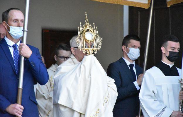 Abp Depo: Eucharystia to dar spotkania z Chrystusem Odkupicielem
