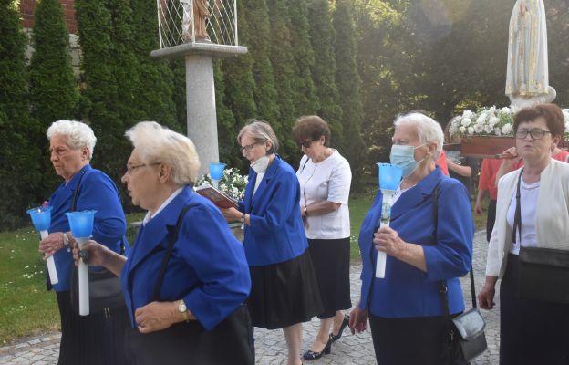 Podczas procesji śpiewano Litanię do Serca Pana Jezusa