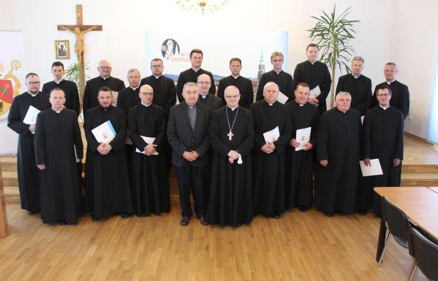Kapłani diecezji podczas spotkania z biskupem