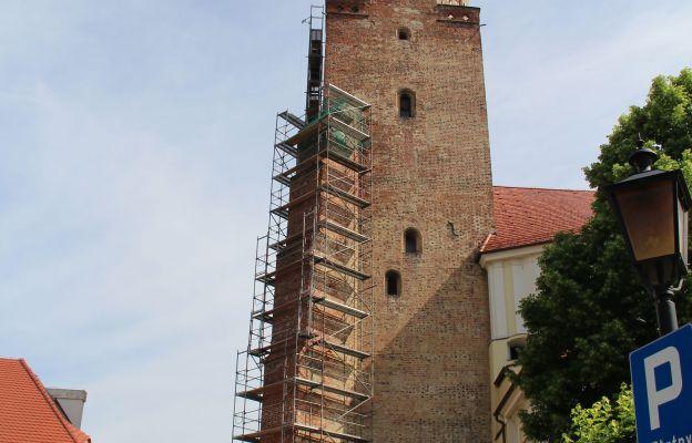 Kościół częściowo został już opasany rusztowaniami