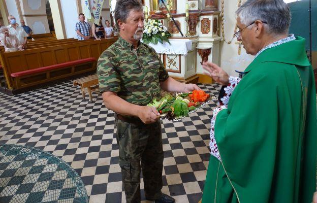 Podczas Eucharystii jako dary ofiarne zostały przyniesione upieczone ryby.