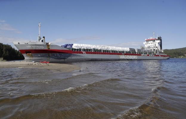 Statek zablokował rzekę Angerman w Szwecji