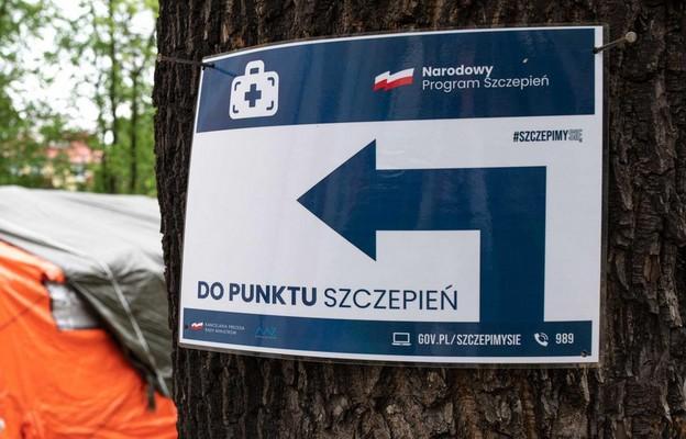 Ponad połowa Polaków popiera ograniczenia dla niezaszczepionych