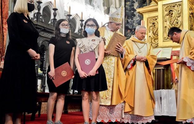 Laureatki z LO w Żegocinie odbierają nagrody w katedrze wawelskiej