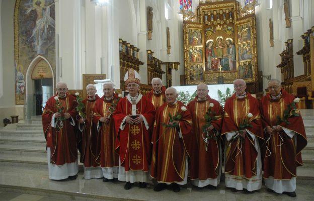 Kapłani dziękowali Bogu za 60 lat kapłaństwa