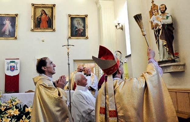 W roku dedykowanym św. Józefowi poświęcenie jego figury ma szczególne znaczenie