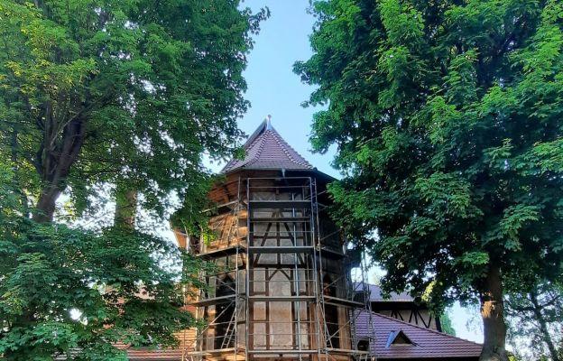 Wałbrzych Sobięcin: Remont kościelnej elewacji z muru pruskiego