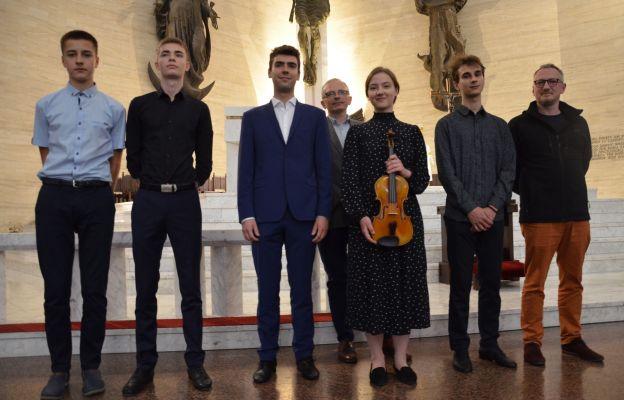 Młodzi absolwenci szkół muzycznych mogli ukazać swoje talenty w parafii św. Maksymiliana Marii Kolbego w Krakowie-Mistrzejowicach