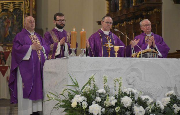 Bp Przybylski: biskup Goliński był dobrym robotnikiem w winnicy Kościoła częstochowskiego