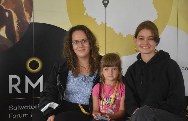 Justyna i Antonina koordynują przebieg SFM-u, pomaga im w tym Ania [w środku]