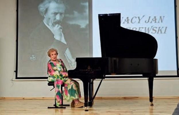 Lidia Grychtołówna podczas recitalu