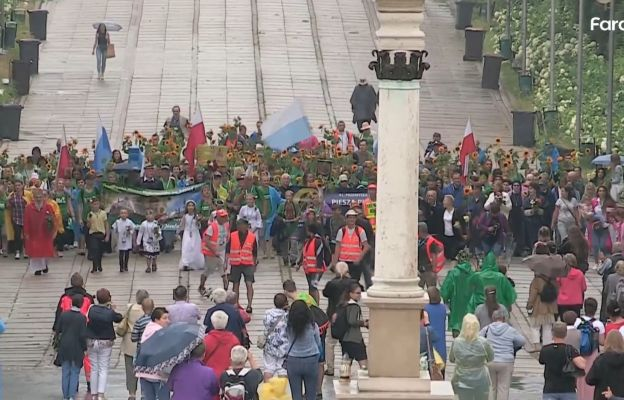 Pielgrzymi grupy św. Józefa wchodzą na Jasną Górę