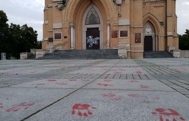 Łódź: Zatrzymano sprawcę dewastacji drzwi katedry