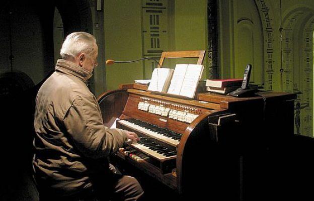 Edward Rabenda przy organach w kościele św. Jakuba Ap. w Częstochowie, 2012 r.