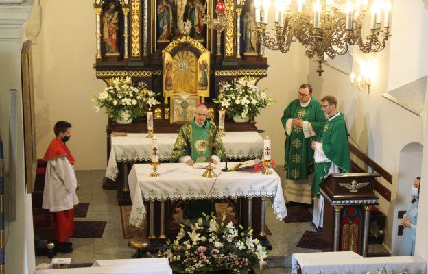 Msza święta z obrzędem wprowadzenia nowego proboszcza