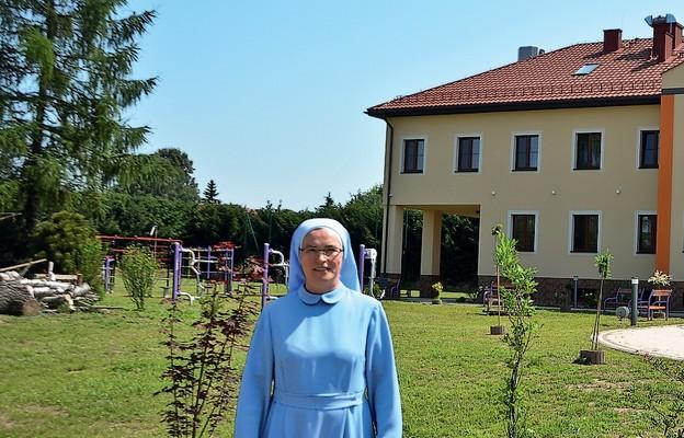 Siostra Dobromiła Kurek przed nowym domem dla swoich wychowanków
