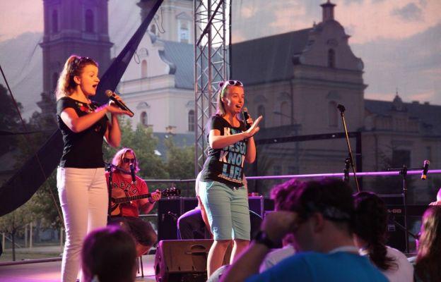 Koncert w tle sanktuarium