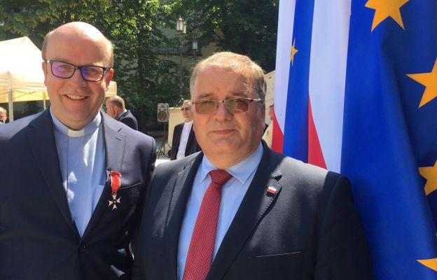 [10:30, 29.07.2021] Ks.Cezary Chwilczyński: Gratulacje od Ministra Andrzej Dery, Sekretarza Stanu w Kancelarii Prezydenta RP