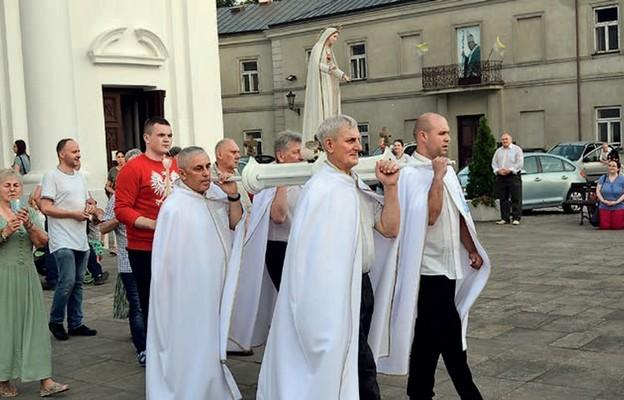 Z Maryją przez Polskę