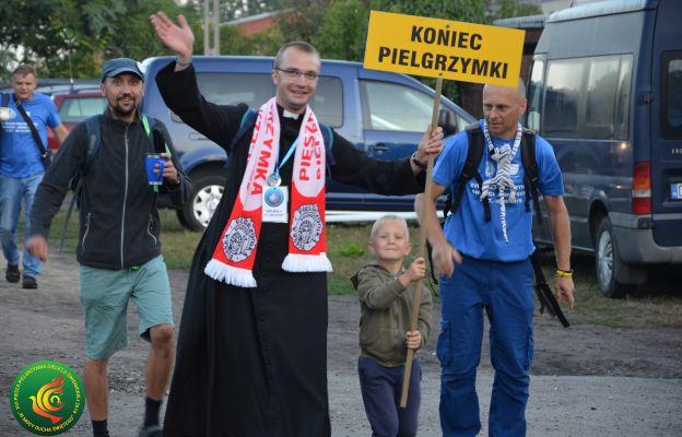 Franciszek w środku podczas pieszej pielgrzymki na Jasną Górę
