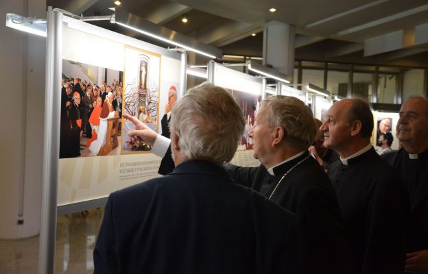 W podziemiach sanktuarium Bożego Miłosierdzia w Krakowie-Łagiewnikach można zwiedzać wystawę poświęconą śp. kard. Franciszkowi Macharskiemu.