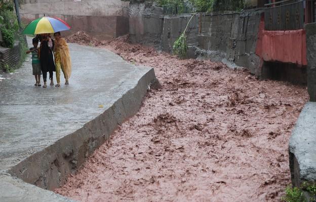 Indie: Śmiercionośne deszcze monsunowe zalewają wschód kraju