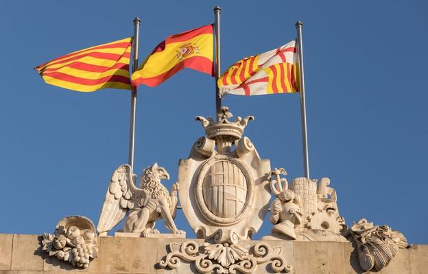 Władze Katalonii nakładają kary grzywny za wywieszenie flag Hiszpanii