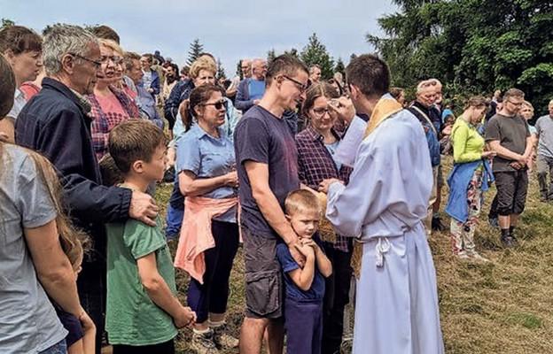 Kapłani błogosławili rodziny