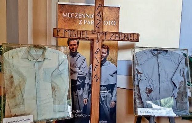 Zakrwawione koszule misjonarzy