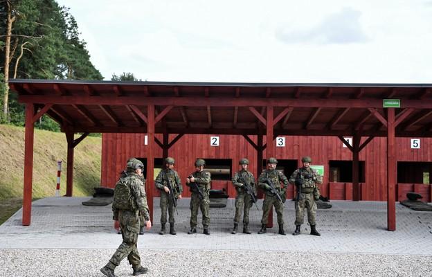 Abp Guzdek: polskim żołnierzom należy się szacunek