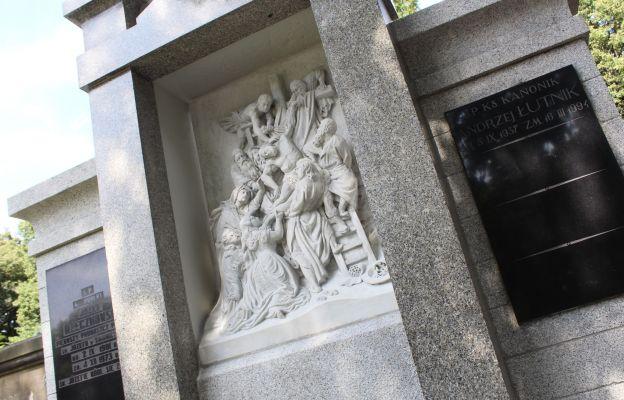 Paulini odnowili grobowiec świdnickich proboszczów