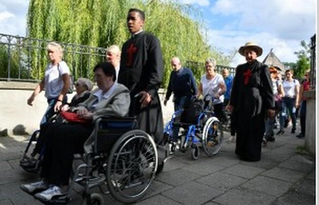 Niepełnosprawni, bezdomni, wolontariusze dotarli w pieszej pielgrzymce na Jasną Górę