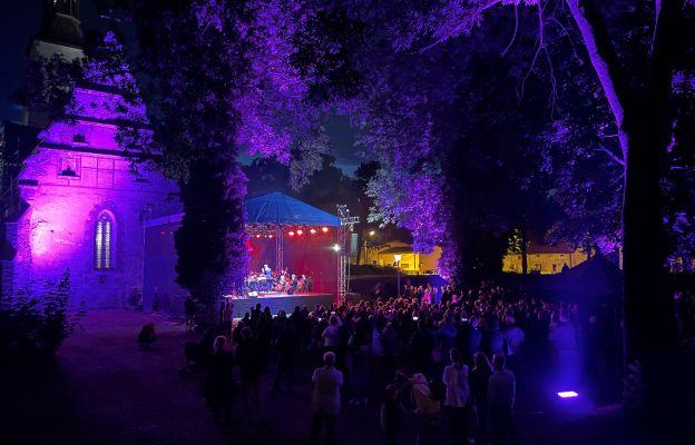 Koncert odbył się na wyspie przy kościele św. Trójcy