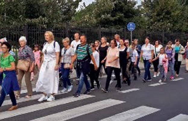 Parafianie z Gostkowa powrócili do tradycji pieszego pielgrzymowania