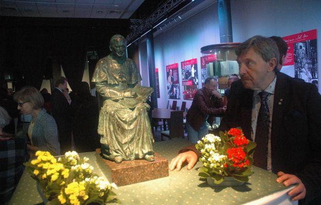 """Wernisaż wystawy obrazu """"Jan Paweł II w Moskwie 14 października 2011""""."""