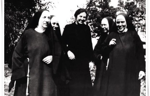 Matka Elżbieta Róża Czacka (pierwsza z lewej)