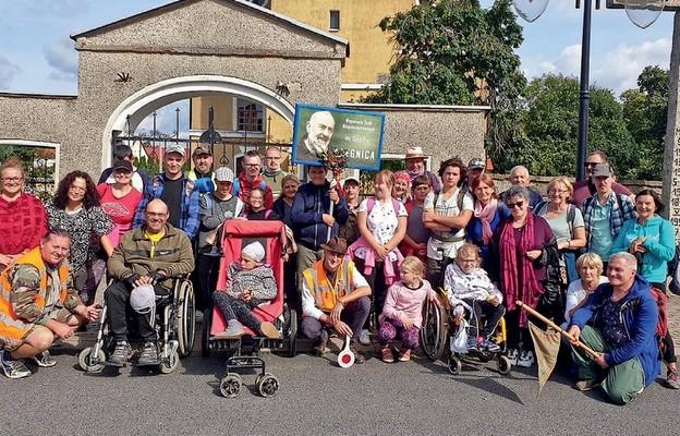 Niepełnosprawni w drodze do Matki Bożej Łaskawej
