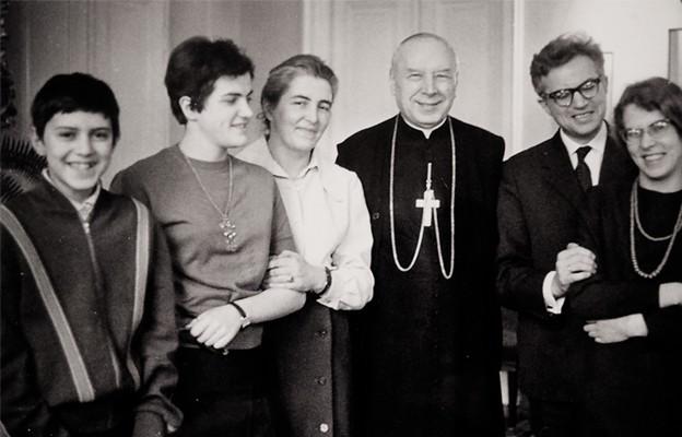 Prymas z rodziną Kukołowiczów. Pierwszy z lewej Paweł Kukołowicz