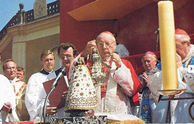 17 sierpnia 1980 roku kard. Wyszyński dokonał koronacji figurki Matki Bożej w Wambierzycach nadając jej tytuł Królowej Rodzin